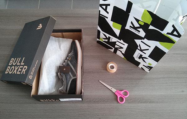 diy faire un papier cadeau avec un sac en papier un. Black Bedroom Furniture Sets. Home Design Ideas